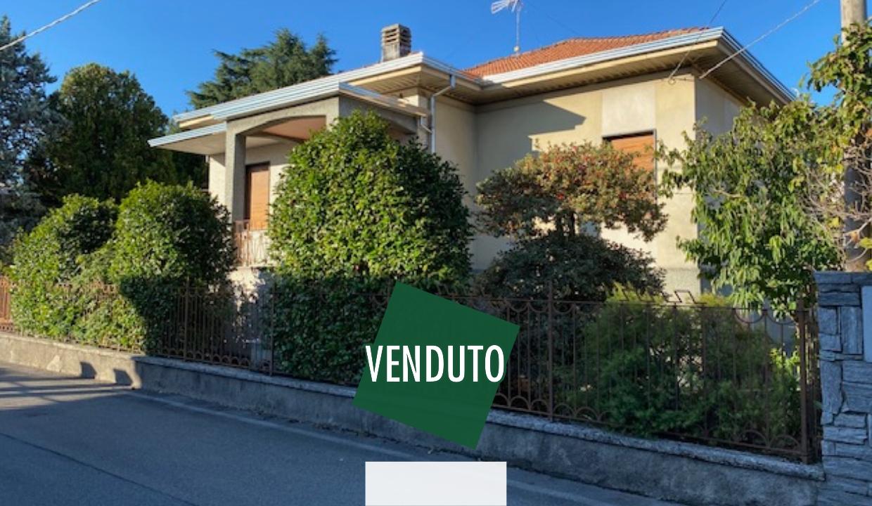 Villa singola in vendita a Fagnano Olona  con 650 di giardino