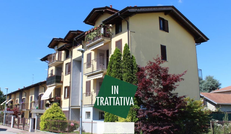 Cairate zona Bolladello, appartamento tre locali più servizi con giardino privato e box doppio