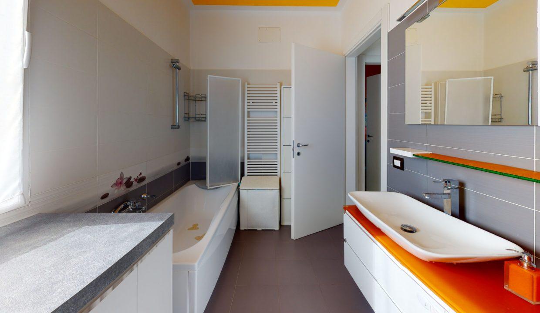 3-LOCALI-CON-TERRAZZO-Bathroom