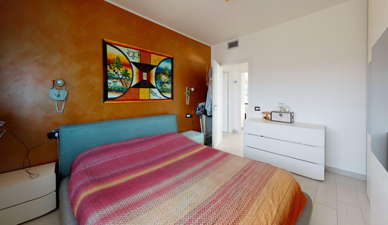 3-LOCALI-CON-TERRAZZO-Bedroom