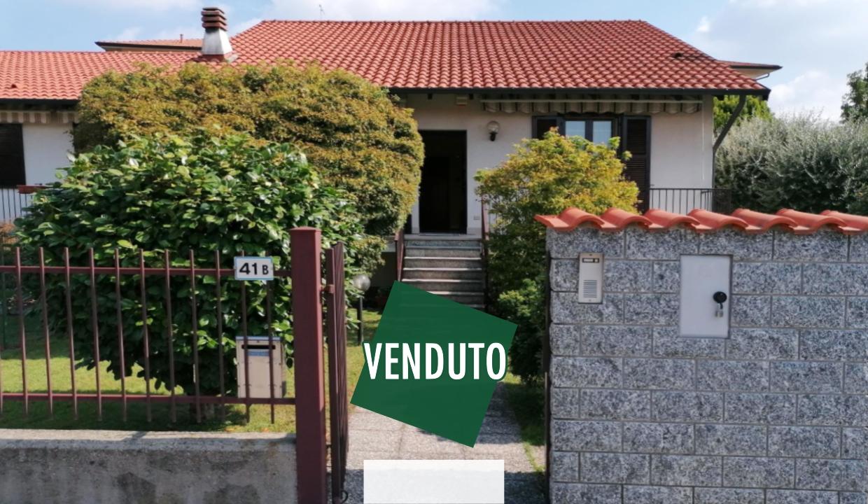 Fagnano Olona in vendita villa indipendente con giardino