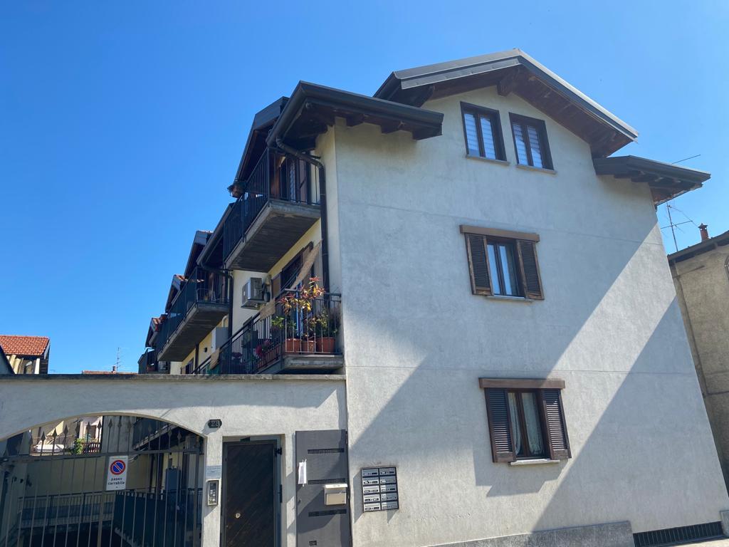 Cassano Magnago in vendita appartamento con box e cantina